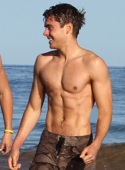 Zac-Efron-showed-off-his-six-pack-abs-Shirtless-Photo